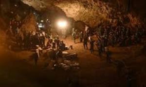 タイの洞窟で生存している少  年らを発見。