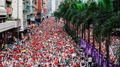 香港、民主化を求める抗議デモが激化