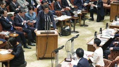 政府高官の国会答弁拒否が急増
