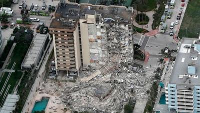 フロリダで住居ビル倒壊